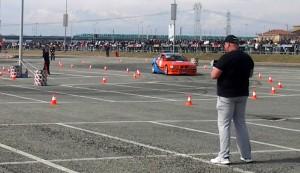 Un momento dell'esibizione delle auto d'epoca modificate che ha avuto luogo durante il pomeriggio di domenica