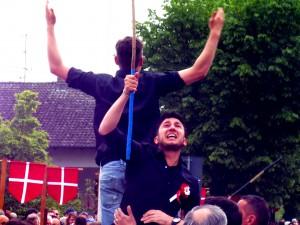 Tutta la gioia degli aurighi vincitori subito dopo aver tagliato il traguardo (FOTO DI STEFANO FONSATO)